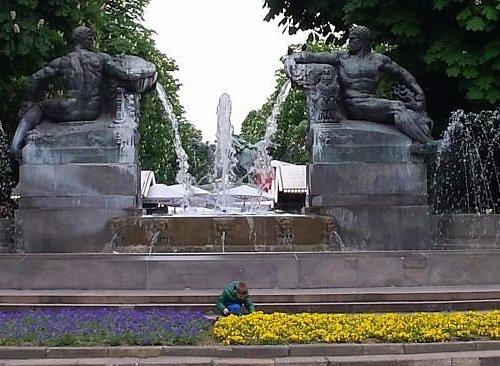 Fontana Angelica con le 4 statue (2 maschili Inverno ed Autunno e 2 femminili estate e primavera