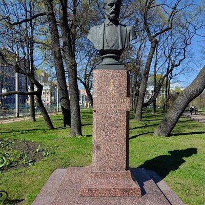 Памятник-бюст П.И. Чайковского в Таврическом саду, Санкт-Петербург