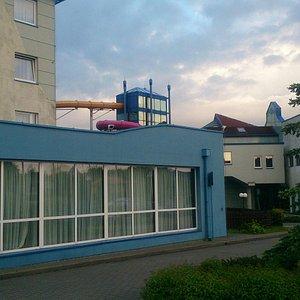 プール付きのホテル。