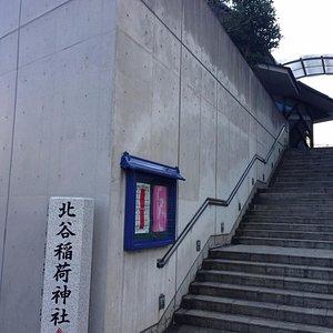 裏手の階段です