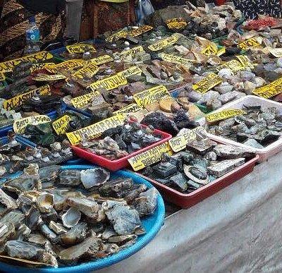 batu-batuan di Pasar Cinde