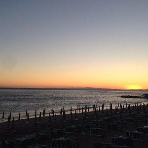 la spiaggia al calar del sole