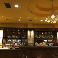 This place is superb! Absolutely an oasis in the chaos of Firenze. Full bar, appetizer bar, past