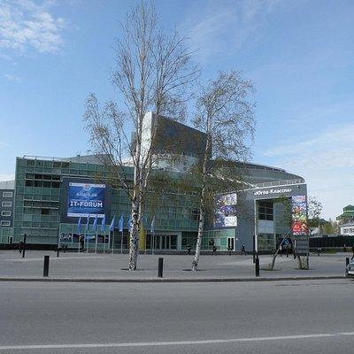 Концертно-театральный центр «Югра-Классик» в центре ханты-Мансийска