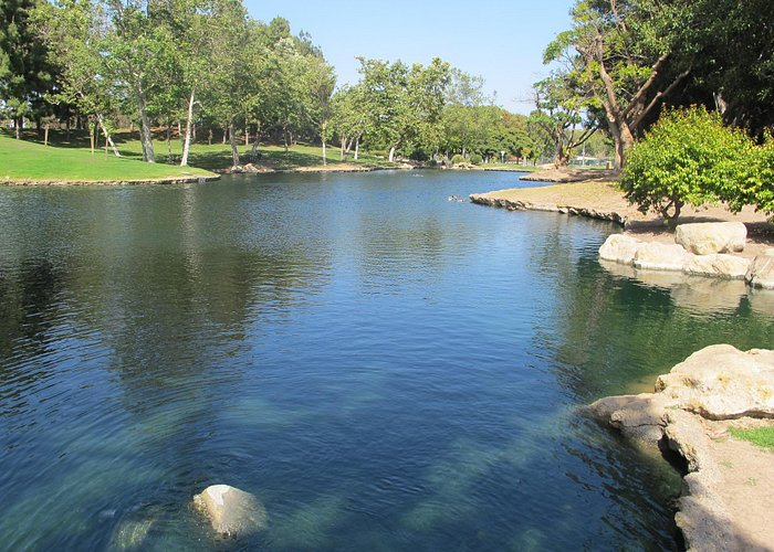 Tewinkle Park, a pretty place to walk in Costa Mesa.