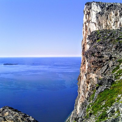 Kvaløya, mountains and ocean
