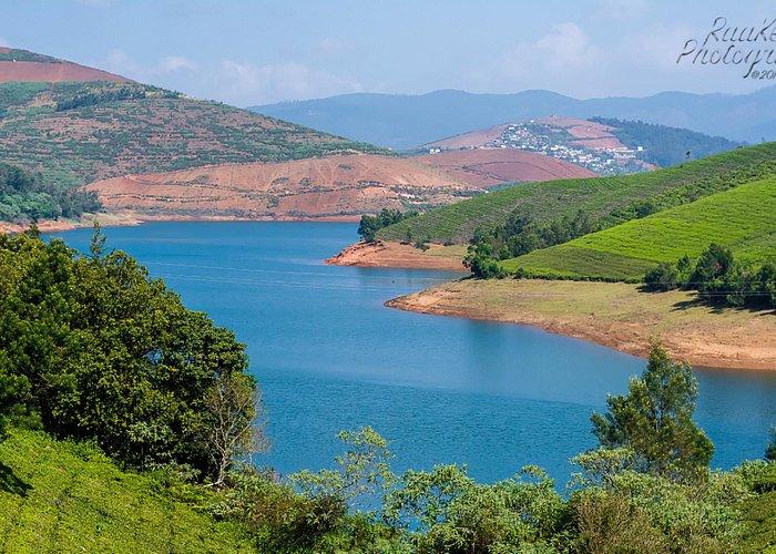 Breathtaking view of Emerald lake - photo courtesy RAKESH*