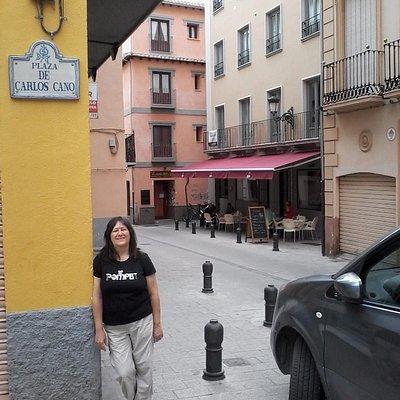 Placa que señala la Plaza de Carlos Cano