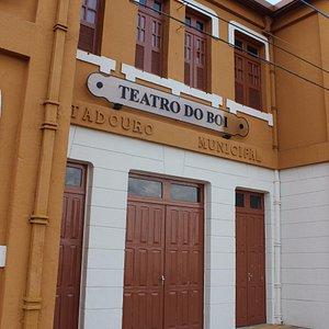 Frente do Teatro do Boi