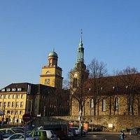 Johanniskirche und Rathaus im Winter