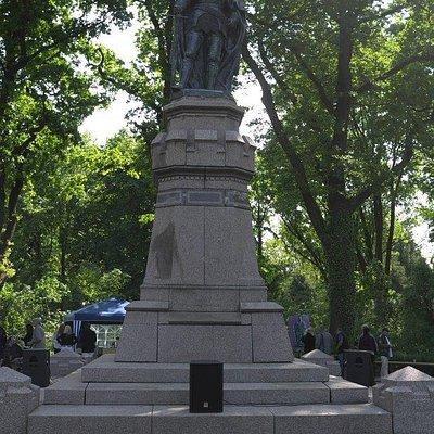 """2012, 600 Jahre nach dem Sieg über die Quitzows steht das """"neue"""" Denkmal Friedrich I"""