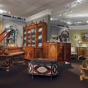 There are many beautiful antiques, jewelry and fine art in the 25,000 sq. ft. gallery