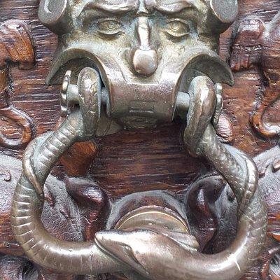 Il cosiddetto Portone del Diavolo a Palazzo Trucchi di Levaldigi