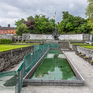 THE GARDEN OF REMEMBRANCE [PARNELL SQUARE DUBLIN] - PHOTOGRAPH SUPPLIED BY INFOMATIQUE
