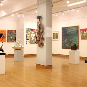 Founded in 2002 by Meenu Jaipuria, Mahua Art Gallery represents contemporary Indian artists.