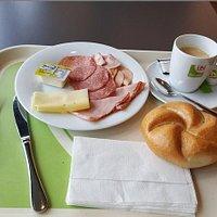 Frühstück (lt. Auswahl um € 2,88)