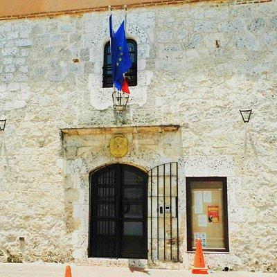 Das ist nun die französische Botschaft, es war einmal ein Haus eines Eroberers