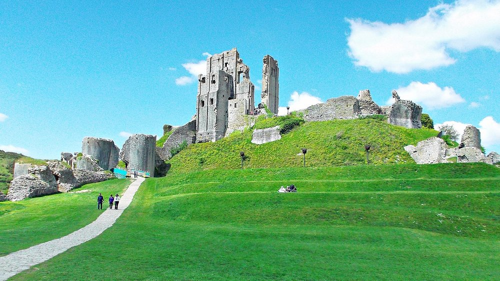 Sunny day at Corfe Castle.