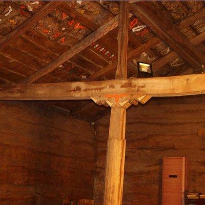 Göğceli Camii'nin içi. Camiinin inşaatında hiç çivi kullanılmamış.