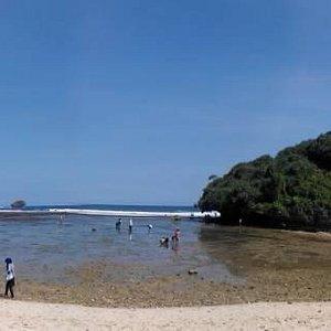 Pantai Drini keseluruhan