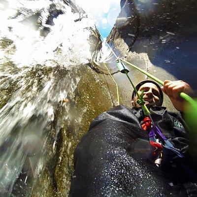 Au fil de l'eau dans le canyon de Fleurs Jaunes à Cilaos!!