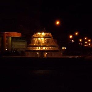 Fuente Pucará durante la noche