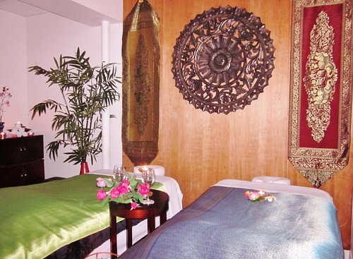 Couple massage at Kanokwan Thai Spa