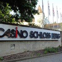 カジノはシュロスベルクという古城の敷地の中にあります