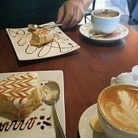 Lugar perfecto para desayunar, almorzar, darse un suoer gusto tomando café y platicando. El menu