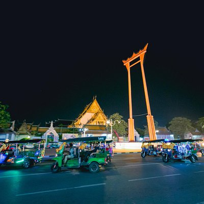 Explore Bangkok on a tuk tuk convoy