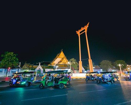 Explore Bangkok on a tuk tuk convoy