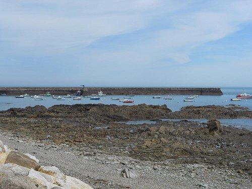 Quelques bateaux bien à l'abri dans ce port de pêhceurs