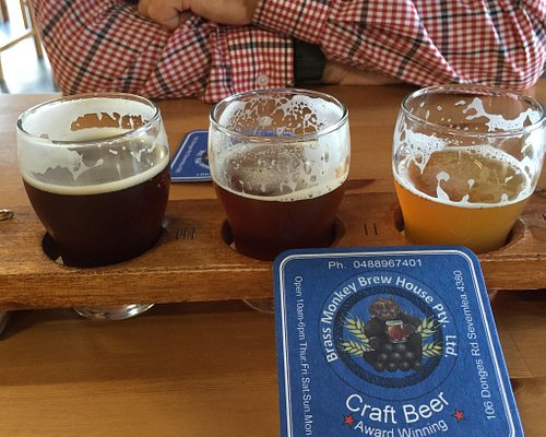 Great place to sample 3 beers for only $7, loads of beers to chose from.