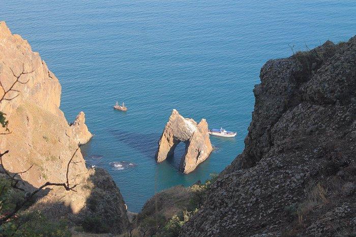 """Вид на """"Золотые ворота"""" с одной из вершин Карадага...это вторая часть пешего похода после морско"""