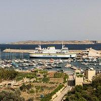 Le ferry au port