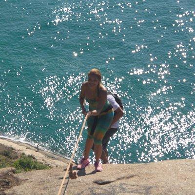 Corda para subir a pedra no final da trilha