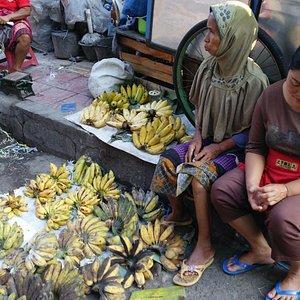 市場のバナナ売り