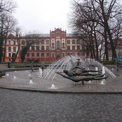 Brunnen vor Uni