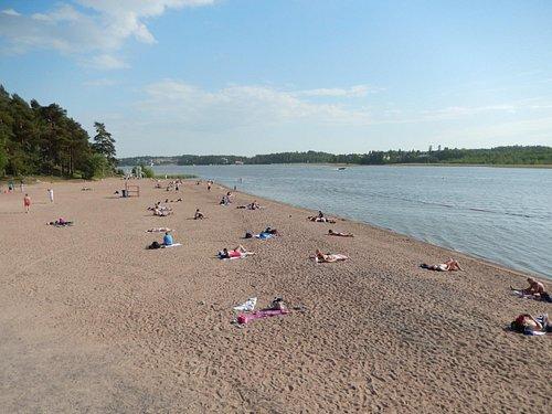 Optisch schöner Strand, aber windig, und das Wasser ist kalt