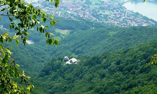 Abbazia San Pietro al Monte vista dal Rifugio Consiglieri