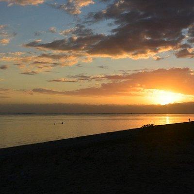 coucher de soleil sur la plage de la Saline