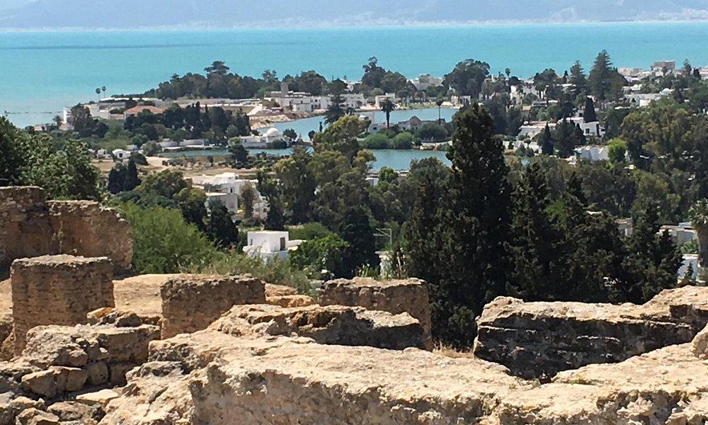 Der punische Rundhafen gesehen von den Ruinen von Karthago