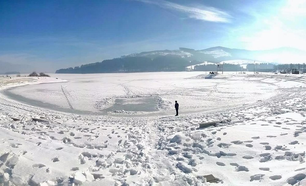 Frozen lake in winter amidst the Attraction mountains