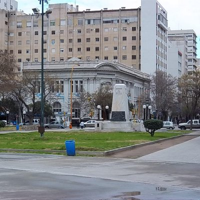 Bolsa de Comercio vista desde la Plaza Rivadavia.
