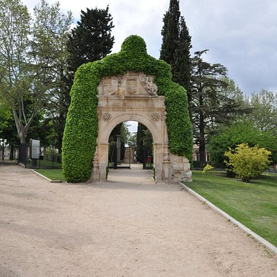 Exit of the park of the castle.