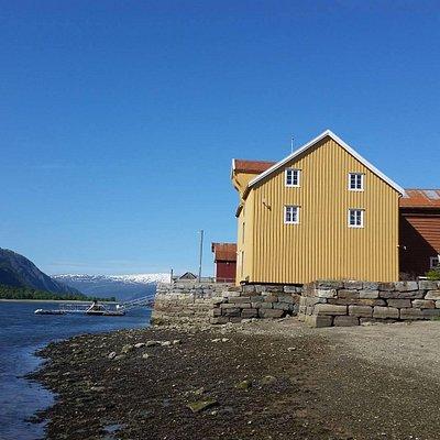 Jacobsenbrygga fra stranda i Sjøgata