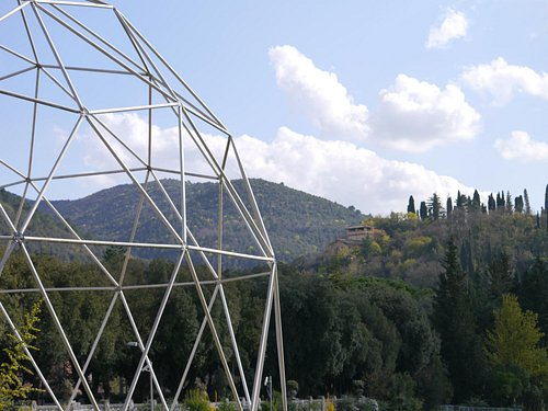 Unusual modern open air sculpture