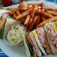Club homard ... une délicieuse façon de manger du bon homard de l'année, avec les frites et sala