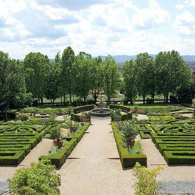 Общий вид сада с верхней обзорной площадки