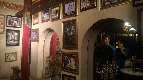 Galeri photo yang memuat banyak foto2 keturunan kerajaan dengan publik figure dunia